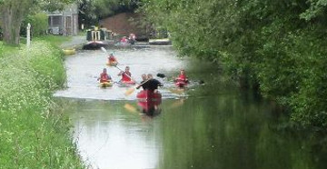 Canoes leave Queens Head